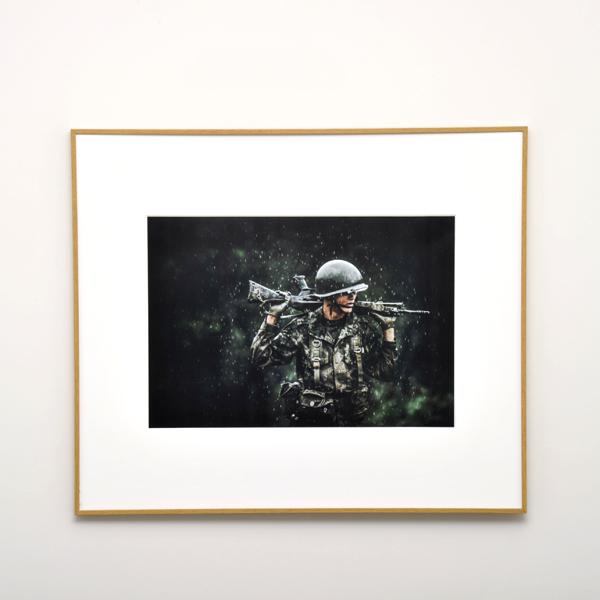 WEBカメラマン オリジナル作品額装セット 02 伊藤悠平 「素顔の自衛官」
