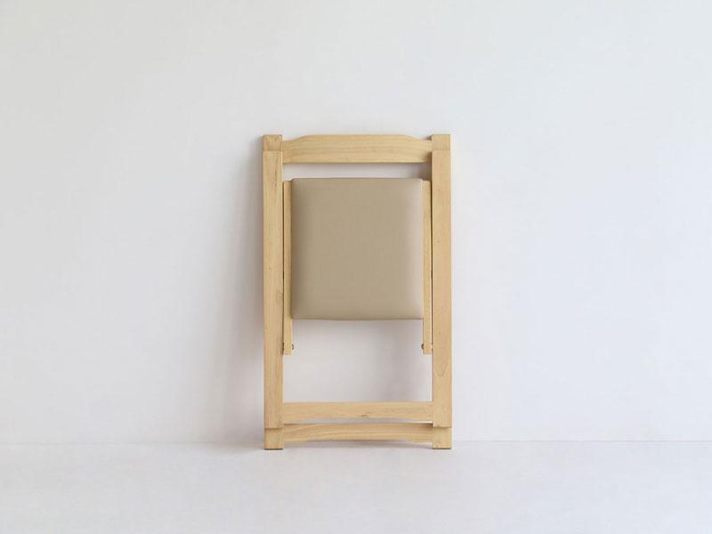 ナチュラルな折り畳み式のデスクとチェアセット