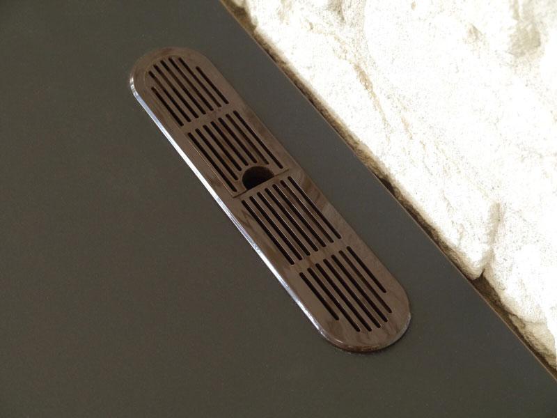 ウォールナット突板とブラックアイアンの高級感あふれる日本製のローボード | roop