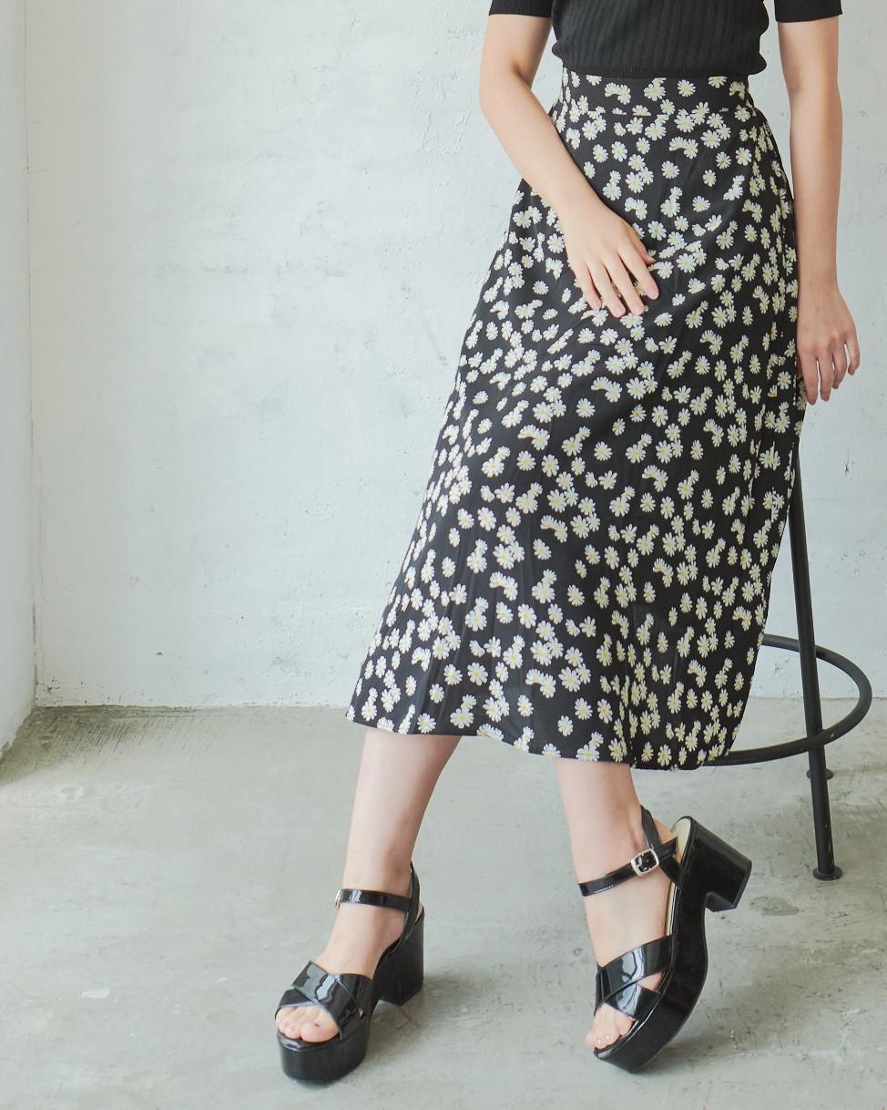 マーガレット柄スカート