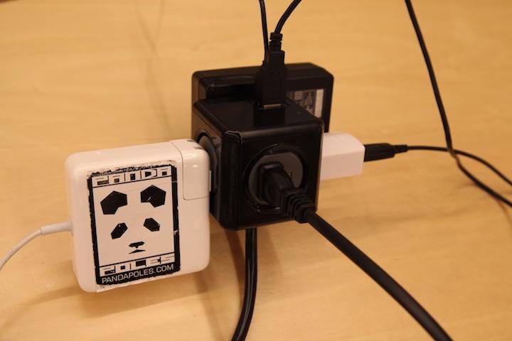 仕事場に最適!プラグ同士が邪魔せず差せる延長コード『Power Cube(パワーキューブ)』
