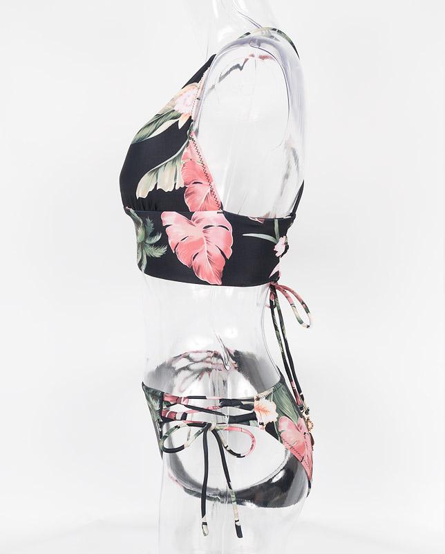 ■雑誌掲載商品■トロピカルスモークピンク花柄 バンドゥ・ハーフトップ水着3点セット 【LAULEA】