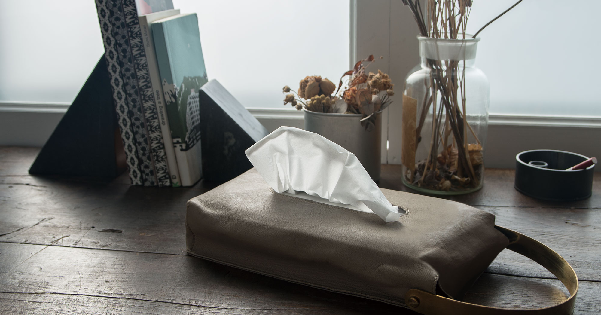 LEATHER TISSUE COVER / Natural