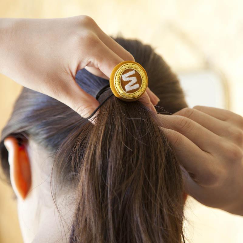 INITIAL HAIR BAND / E