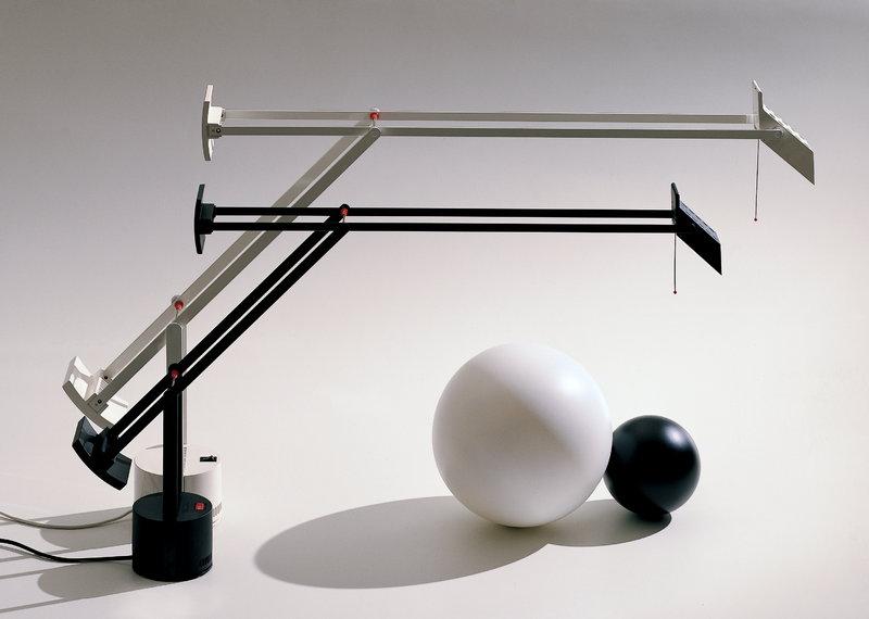Artemide/アルテミデ/TIZIO MICRO BLACKテーブルライト