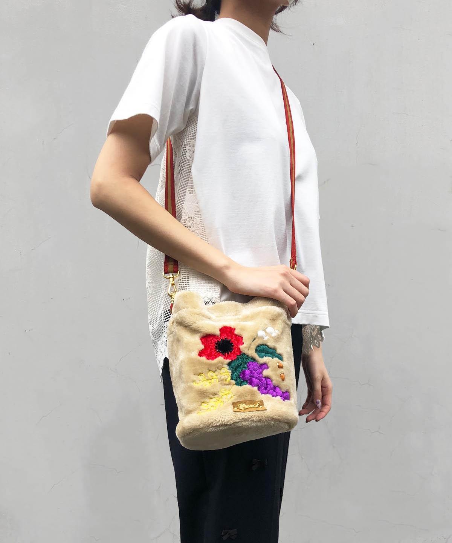刺繍フェイクムートンバッグ