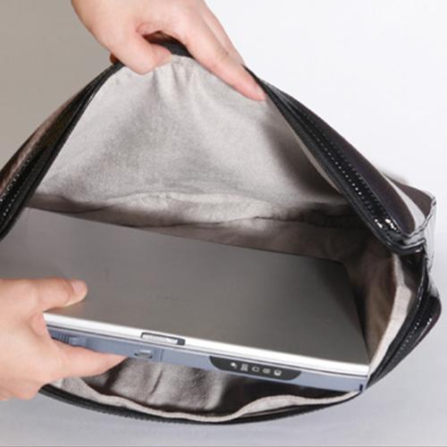 A102-5 イタリアデザインのスタイリッシュなケース!<br>abbi MacBook Pro用 15インチ インナーケース ゼブラ