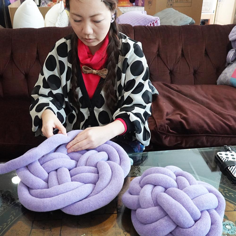 贅沢なカシミヤ100%糸で編んだリリヤンの組み紐クッション「まり」(2本どり)【直径約25cm】