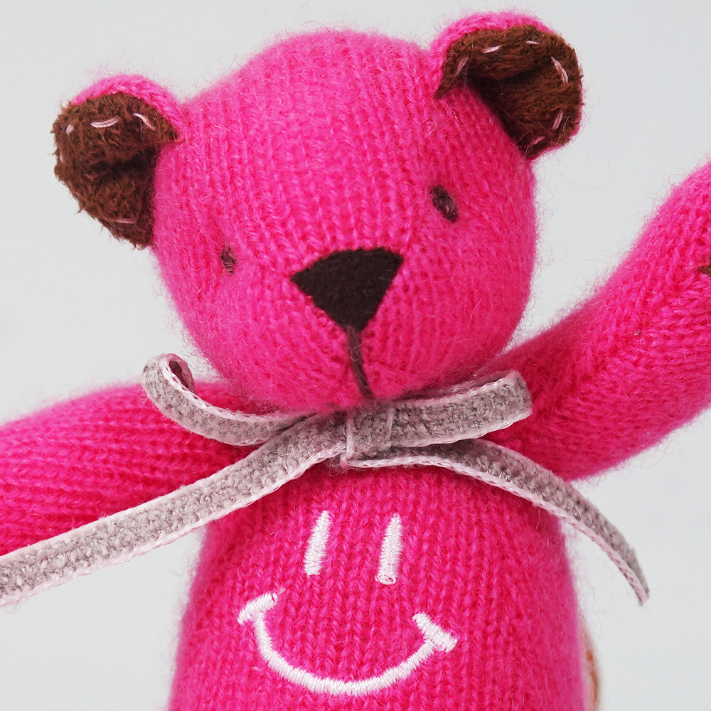 高級カシミヤ製ミニ・テディベア。ニコちゃんスマイルのホットピンク色フューシャ・ミニベア【12cm】