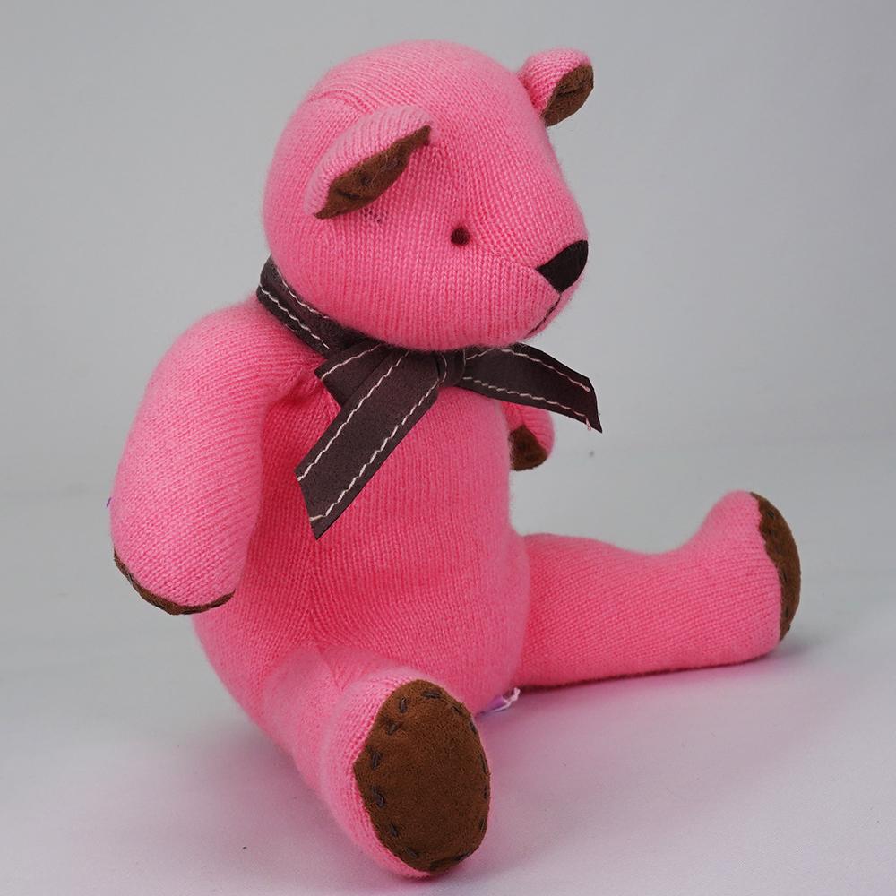 高級カシミヤ製テディベア。キュートピンク色のマジェンタ・キッドベア【24cm】
