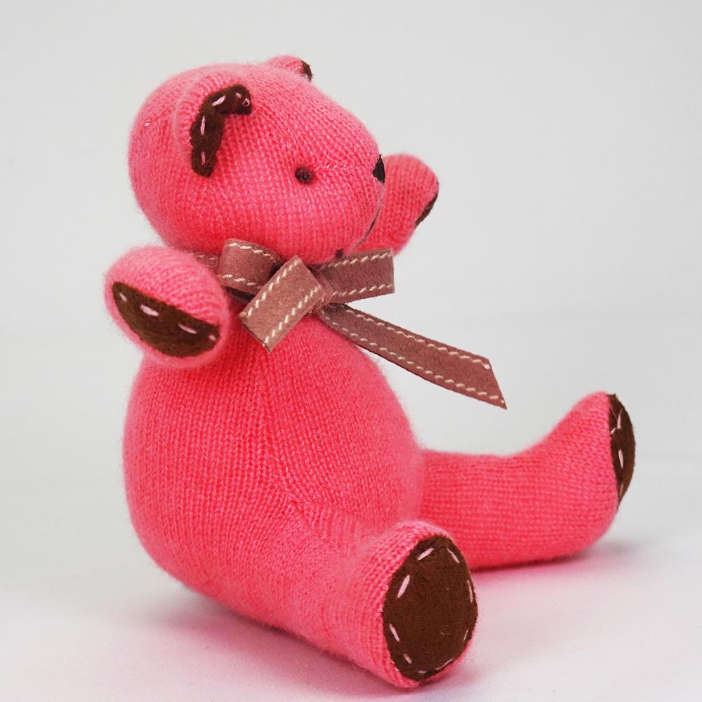 高級カシミヤ製ベビー・テディベア。キュートピンク色のマジェンタ・ベビーベア【15cm】