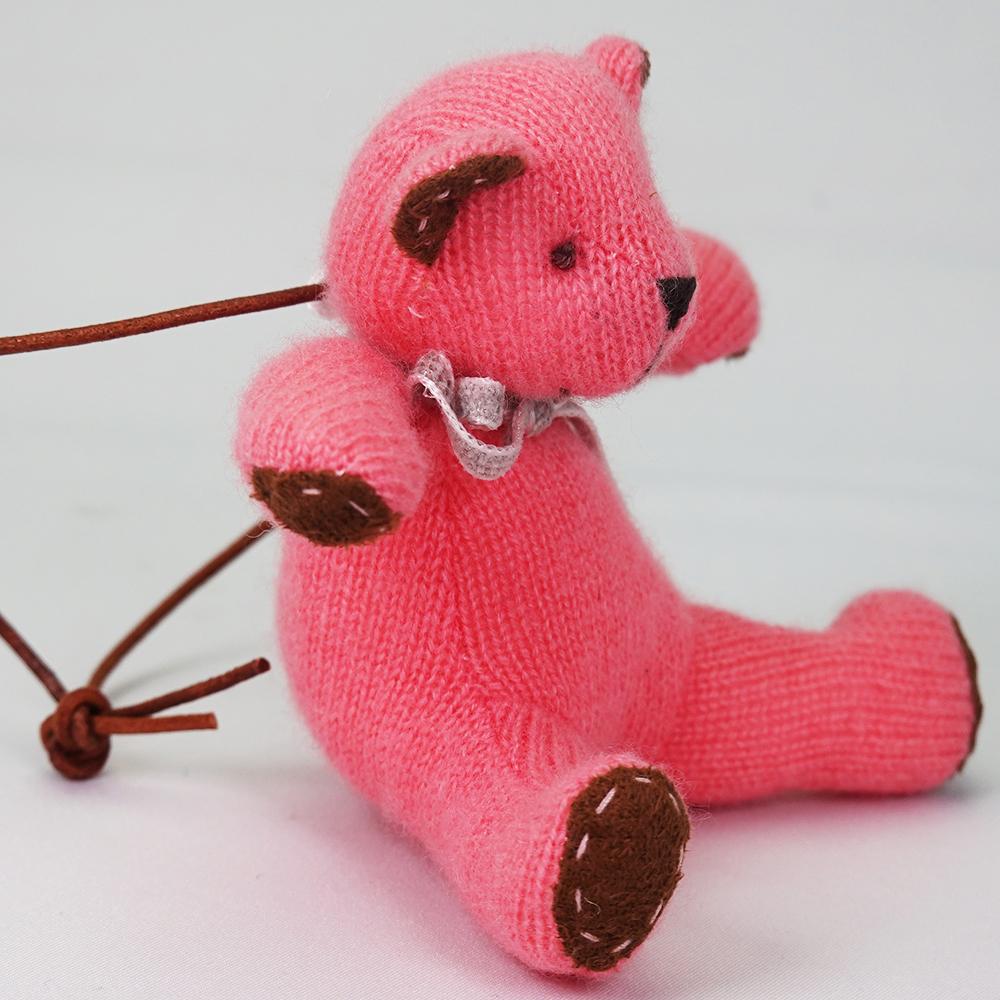 高級カシミヤ製ミニ・テディベア。キュートピンク色のマジェンタ・ミニ・ベア【12cm】