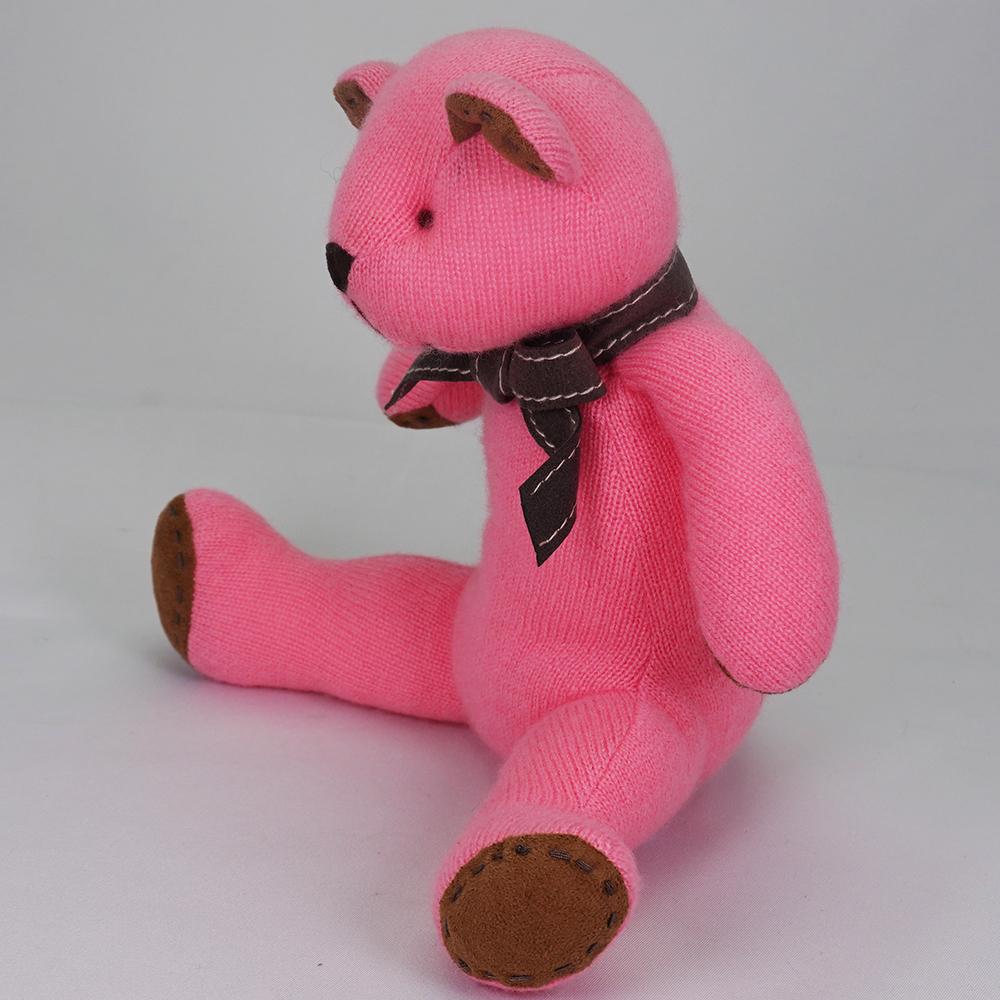 名入れ刺しゅうで、世界にひとつのカシミヤ・テディベア。キュートピンク色のマジェンタ・キッドベア【24cm】