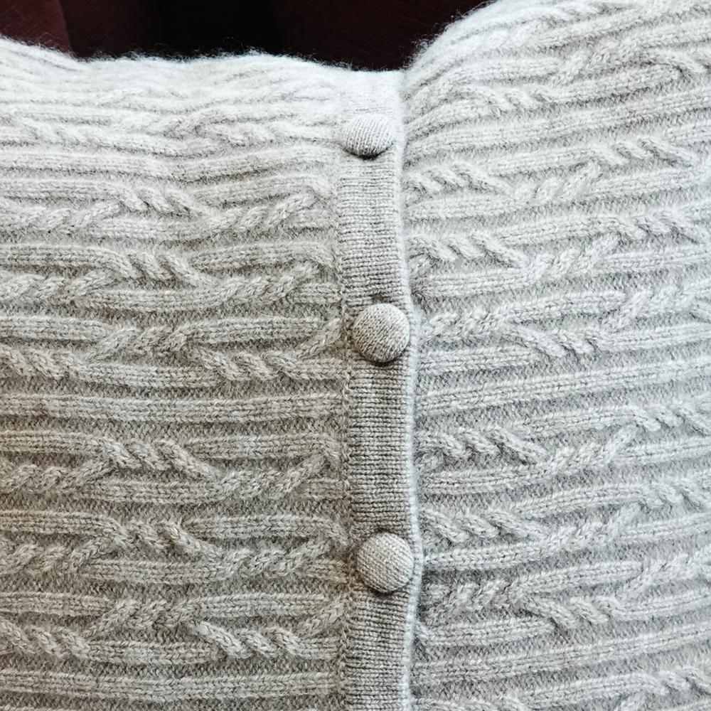 贅沢なカシミヤ100%の上品なケーブル編み柄クッションカバー【45x45cm】