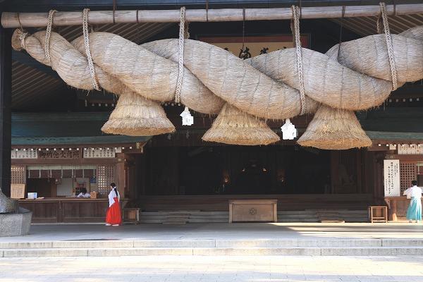 高級カシミヤ製の縁結びハグベア。 ココ&ローズ・ベビー・ハグベア。縁結びのご利益で有名な出雲大社の縁結守で幸せいっぱい【8cm】