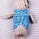 高級カシミヤの棒針の編みぐるみ。ブルー色のセーターを着たブラブラ・ポーラーうさぎ【20cm】