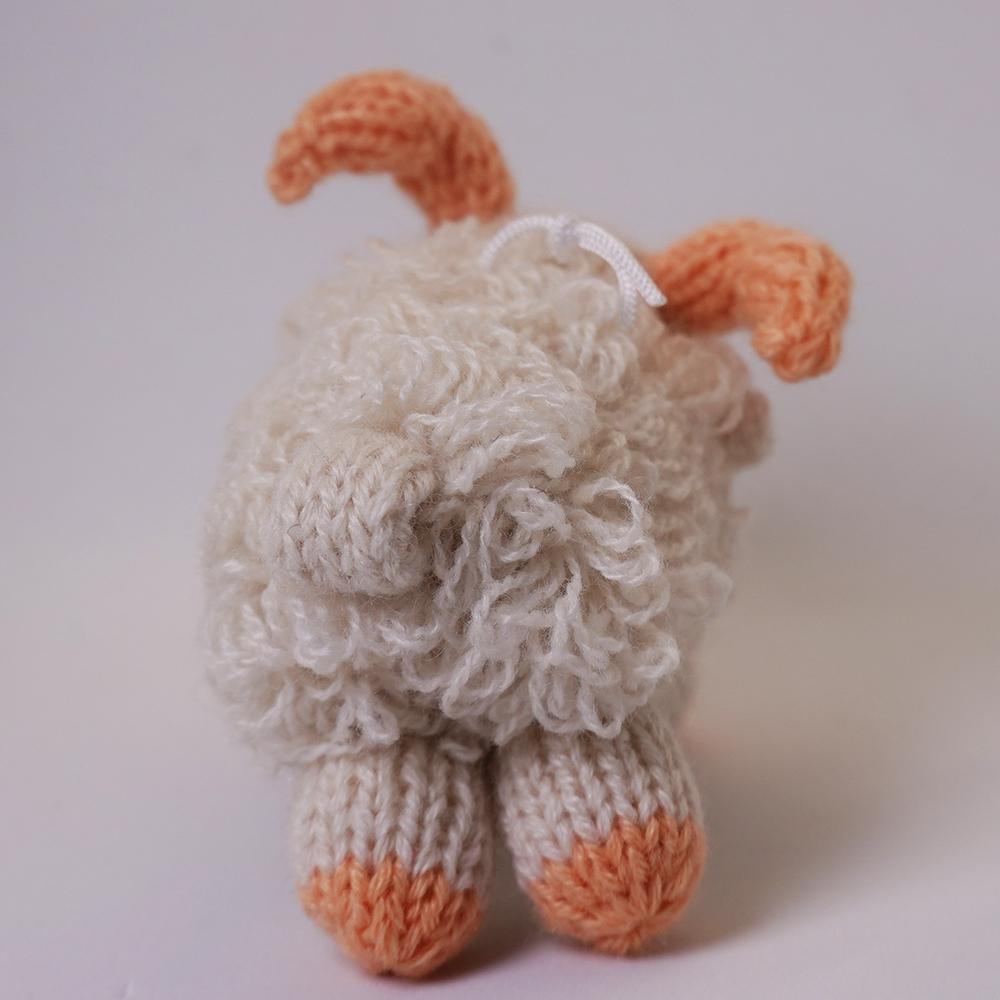 高級カシミヤの棒針の編みぐるみ。もじゃもじゃのカシミヤ山羊【4cm】