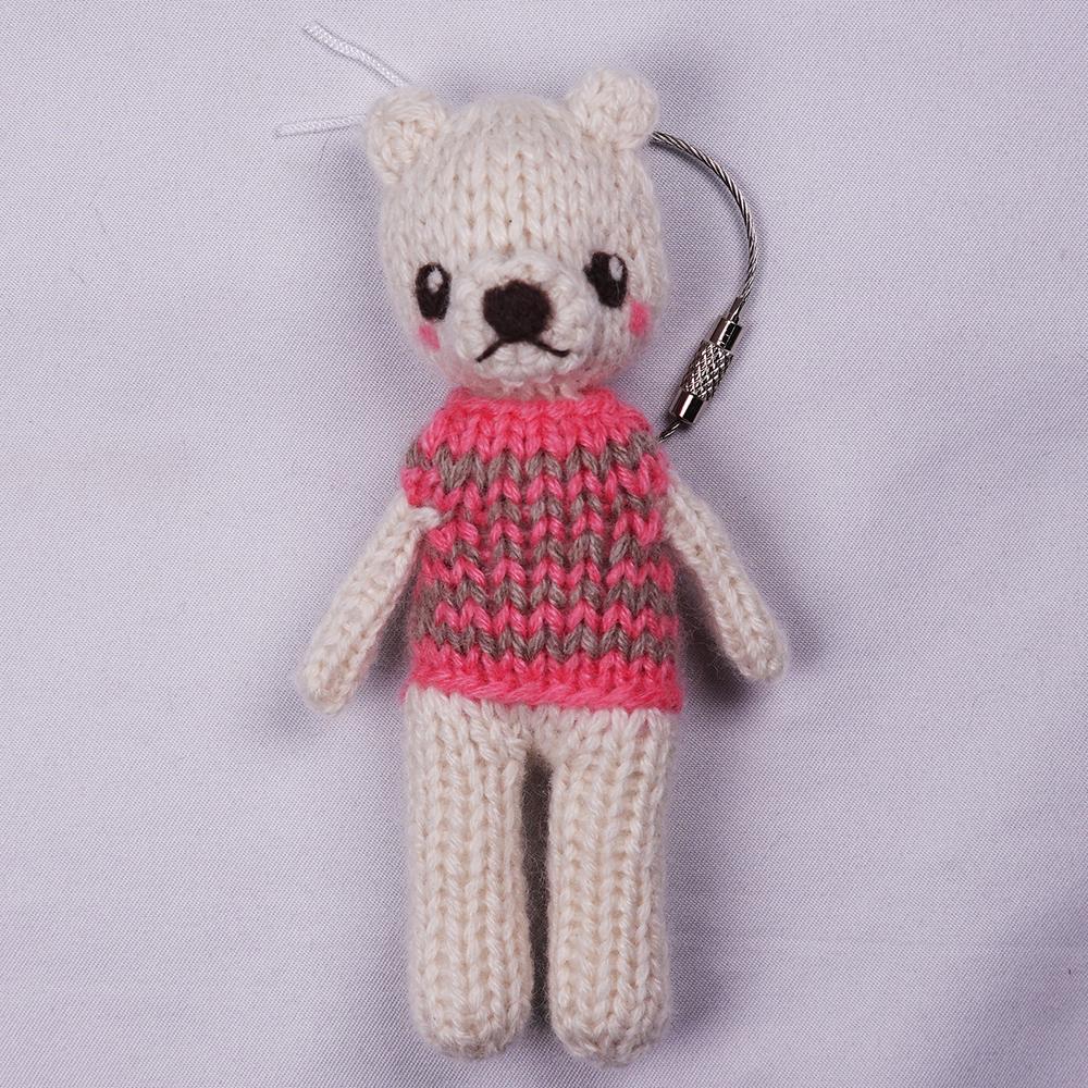 高級カシミヤの棒針の編みぐるみ。ピンクとベージュ色のセーターを着たブラブラ・ポーラーベア【12cm】
