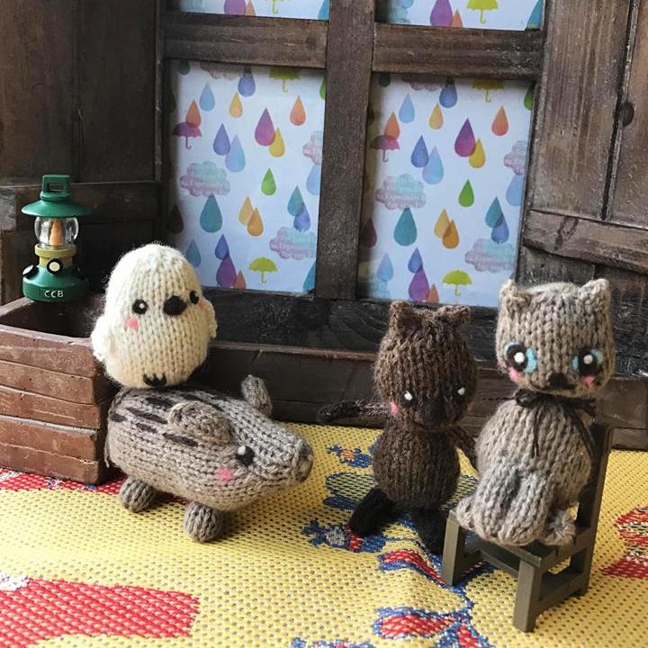 高級カシミヤの棒針の編みぐるみ。真っ白くてまん丸い小鳥、カシミヤのシマエナガ【6cm】