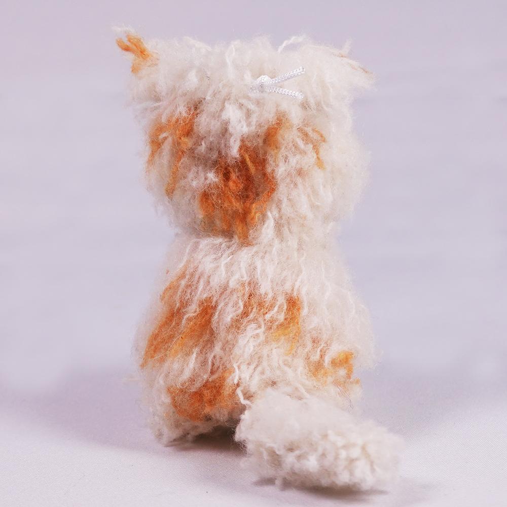 高級カシミヤの棒針の編みぐるみ。フワフワもじゃもじゃのカシミヤ・ワンちゃん【4cm】
