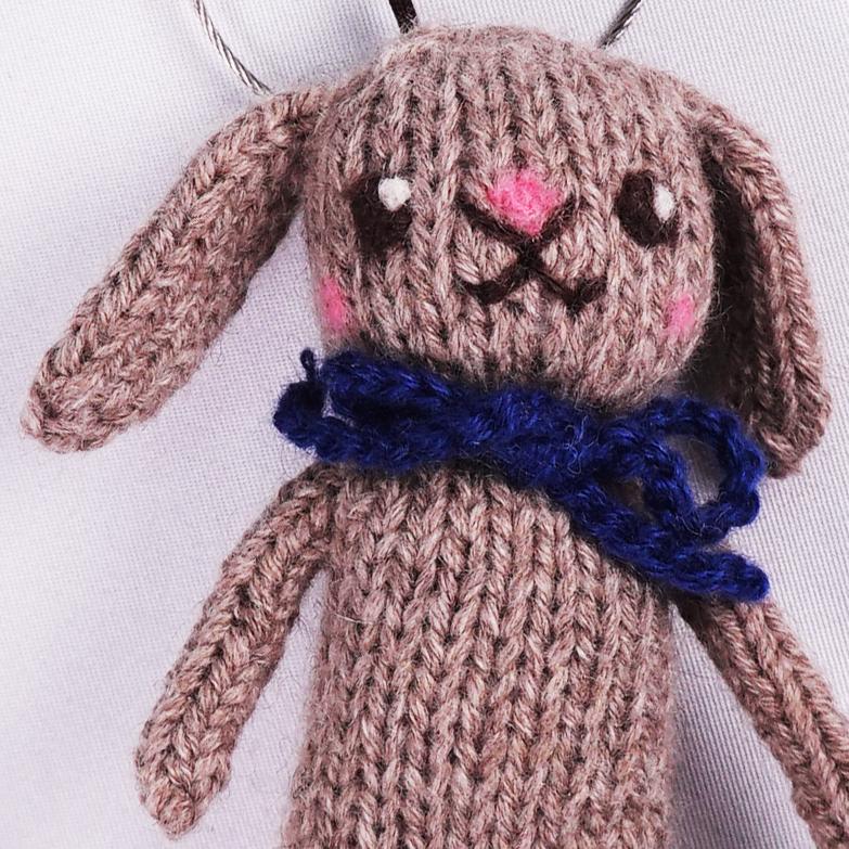 高級カシミヤの棒針の編みぐるみ。無染色こげ茶色の垂れ耳が可愛いロップイヤーうさぎ【10cm】