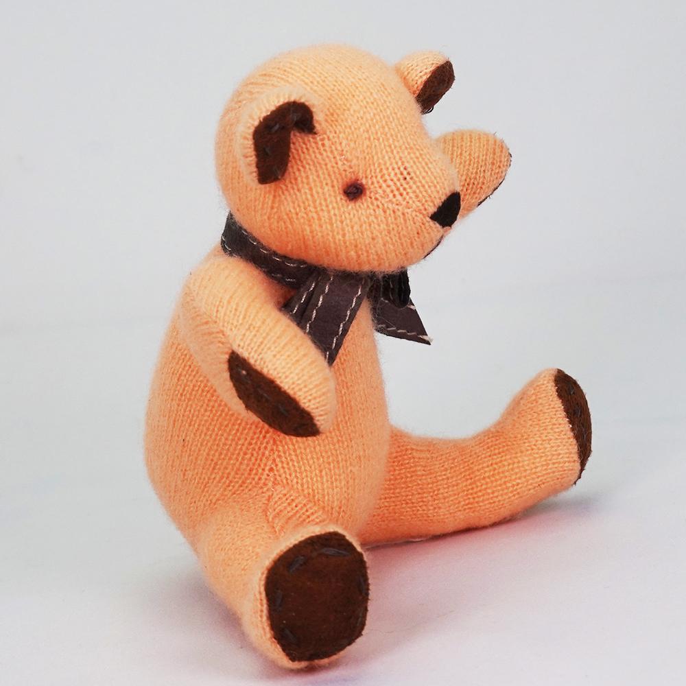 高級カシミヤ製ベビー・テディベア。優しいオレンジ色のマンゴー・ベビーベア【15cm】