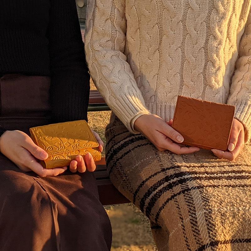 【野村修平本家】ねこ柄の本革二つ折り財布