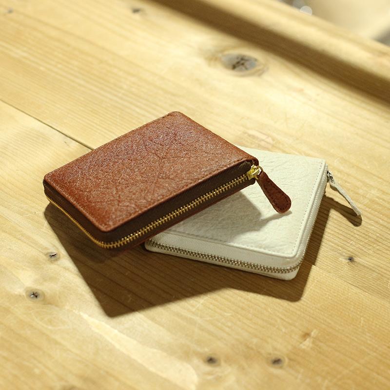 パイナップルから作られた二つ折り財布 【ピニャーレ/pinamore】 サステナブル sdgs