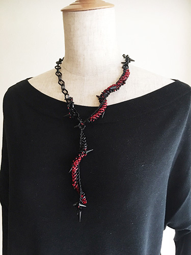 2ホールビーズで編むスパイラルロープのネックレス 〜ドレッシーパンク〜(キット)