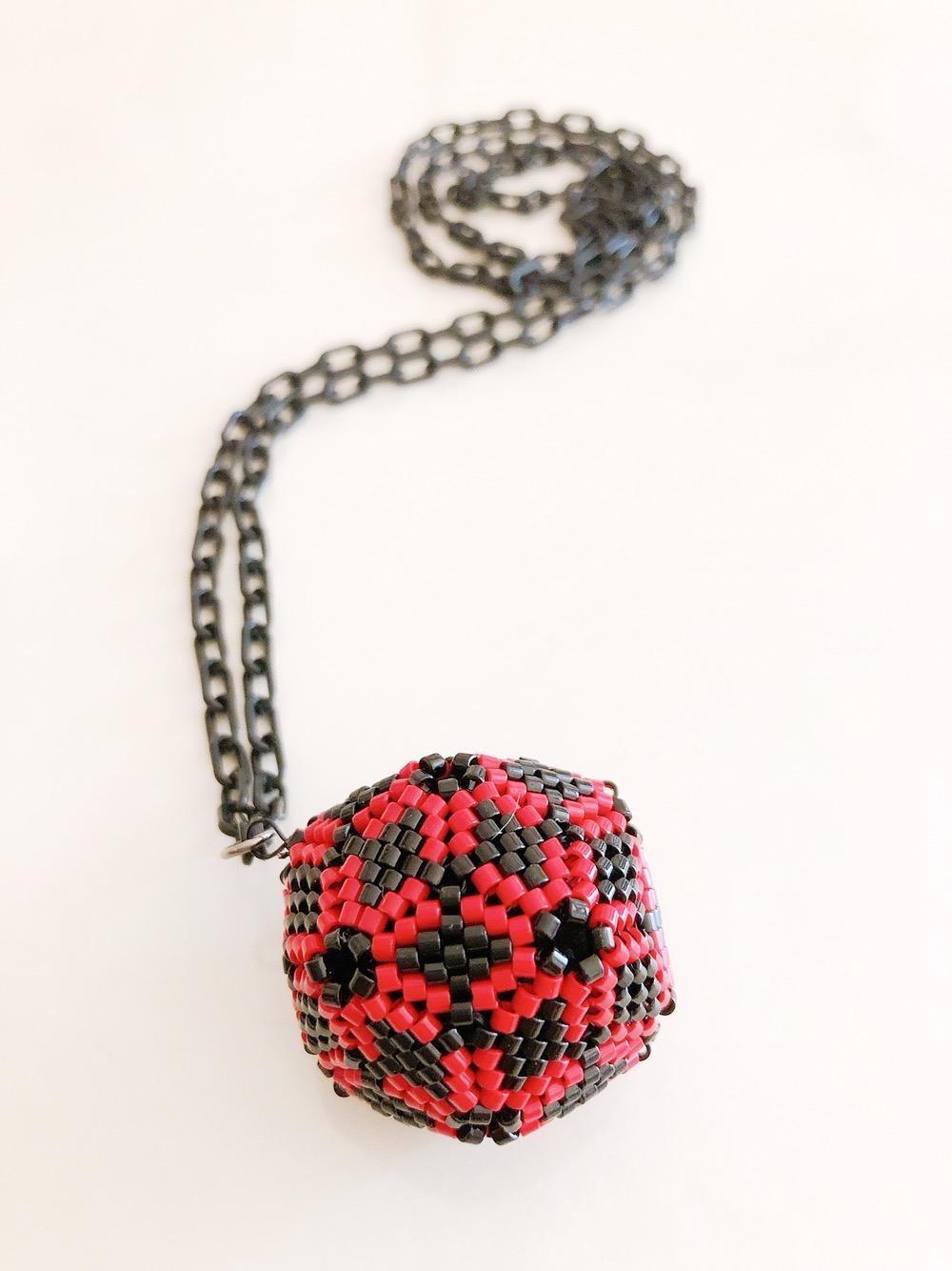 20面で作るボールモチーフのネックレス