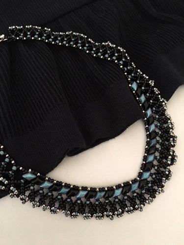 ツーホールビーズを使いネッティングで編むネックレス 〜エレナ〜[ブラック/オフホワイト](キット)