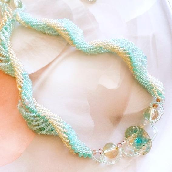 芯にマルチホールビーズを使うダブルスパイラルロープのネックレス〜joki〜