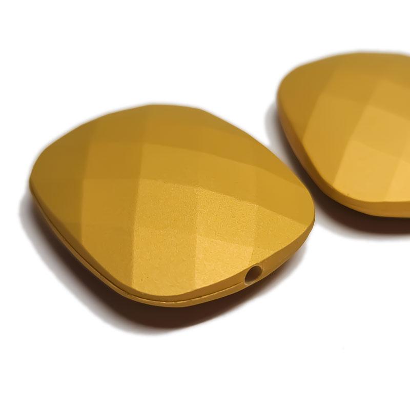 ラバー加工 ビーズ 4個 マット ゴールド ◇ 多面カット 長方形 アクリル A000455