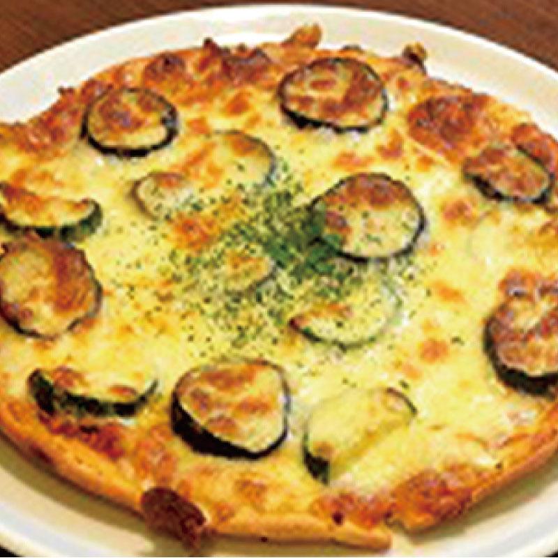 ナスとボロネーゼのピザ