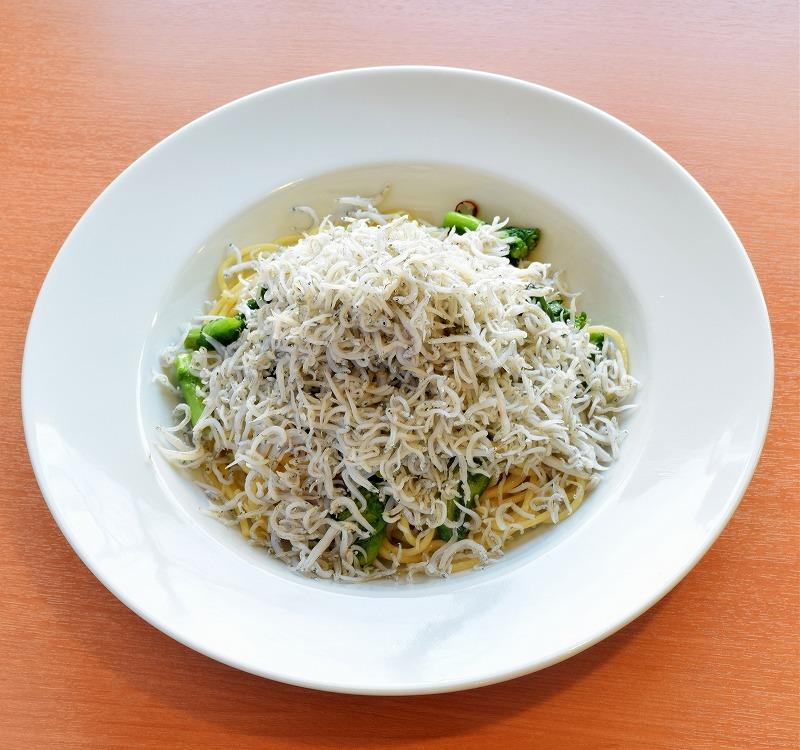 旬の野菜とたっぷりシラスのペペロンチーノ