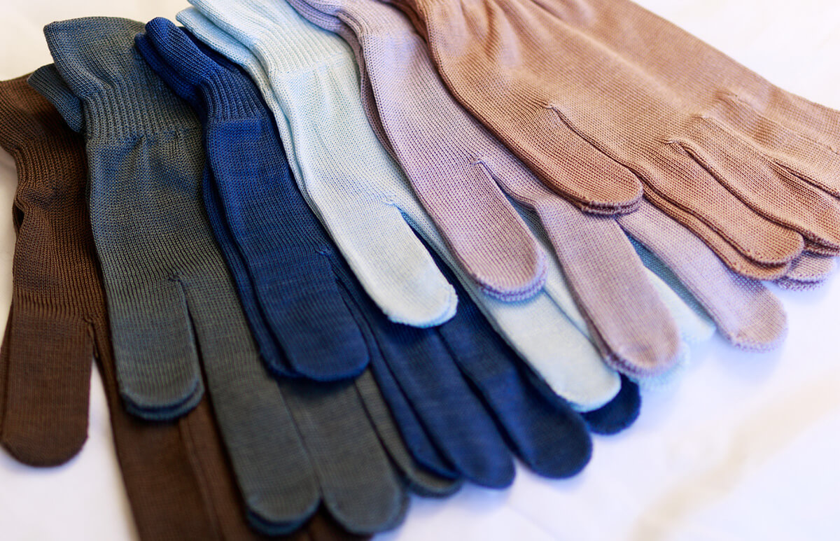 [メール便送料無料] シルク100%手袋 (2双セット/スタッフおまかせカラー)