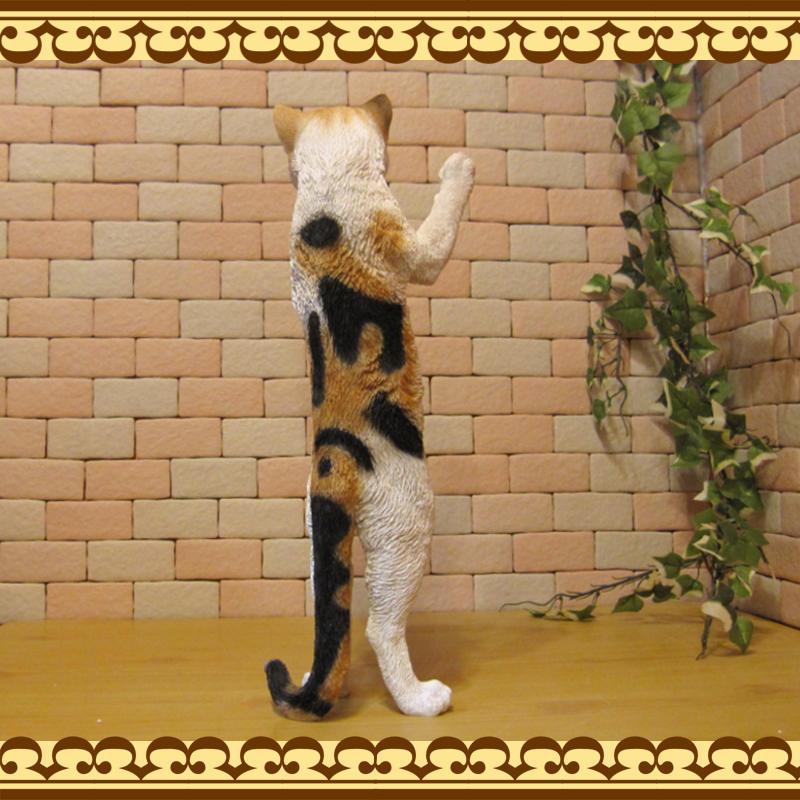 大きくてリアルなネコの置物 スタンドキャット ミケ ねこのフィギュア 三毛猫オブジェ お部屋のインテリアにお庭のオーナメントとしても