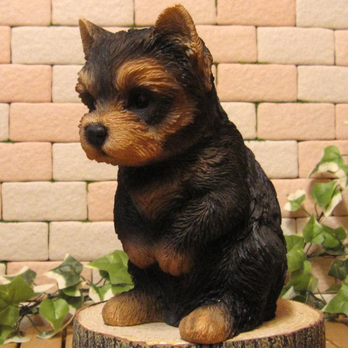 リアルな犬の置物 おもてなし ドッグ ヨークシャーテリア  いぬのオブジェ イヌのフィギア◇お部屋のインテリアにお庭のオーナメントとしても♪