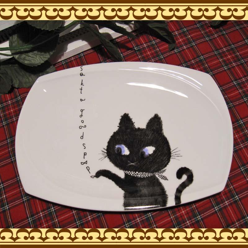毎日の食卓をさりげなく和ませてくれそう♪  黒猫ちゃんのプレート