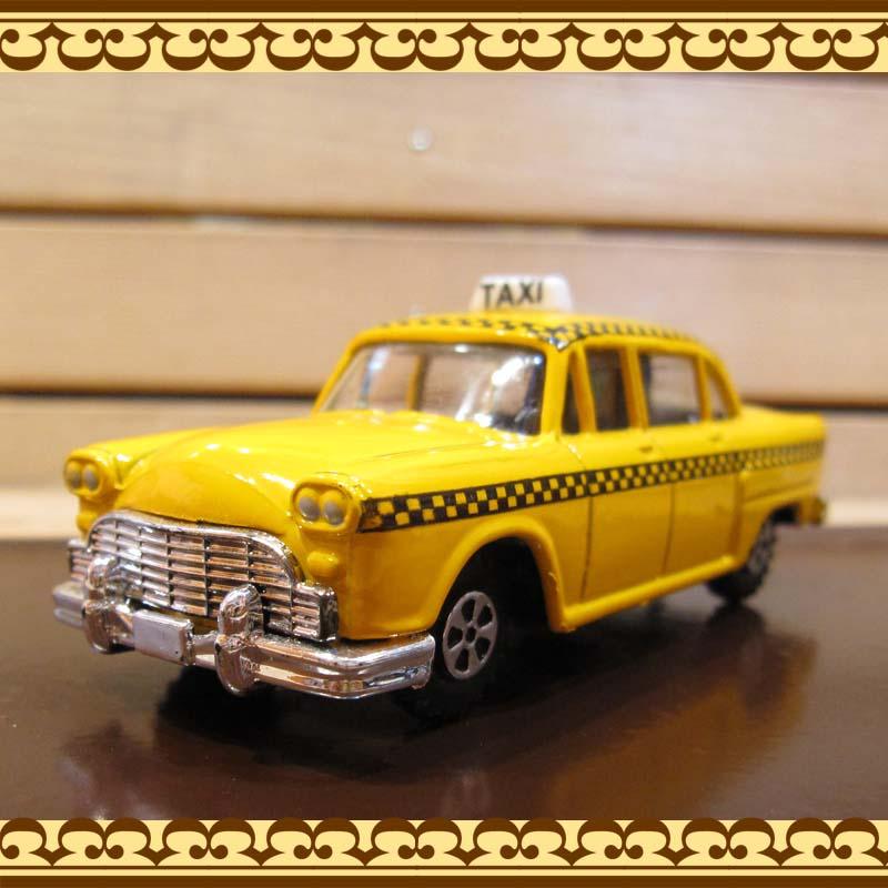 レトロな風合いの車の鉛筆削り タクシー