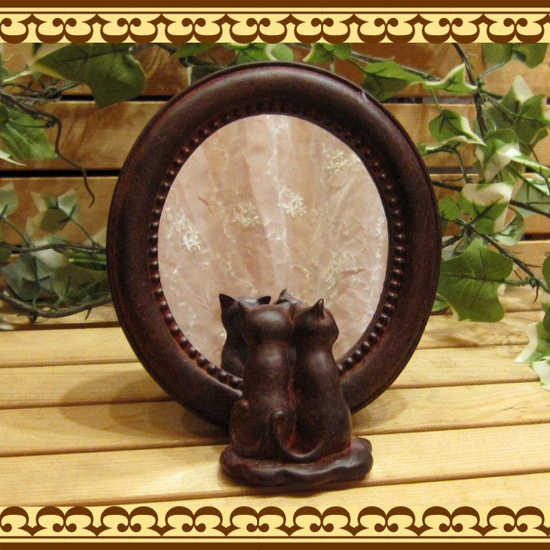 猫雑貨 二匹のネコちゃんが、ちょこんと寄り添って鏡を覗いてます♪ ねこモチーフの鏡 ダブルキャットミラー