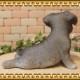 犬の置物 シュナウザー 子いぬ 休憩中! ガーデン オーナメント 装飾 ベランダアート イヌオブジェ フィギュア ガーデニング 玄関先