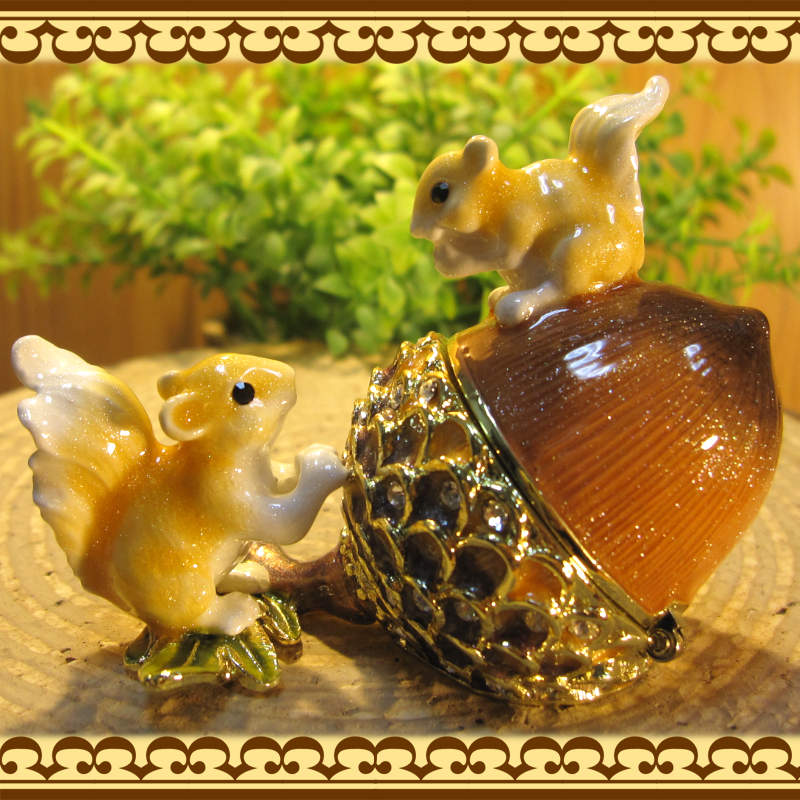 リスの置物 小物入れ どんぐりとリス りす ジュエリーケース 宝石箱 トリケンボックス インテリア