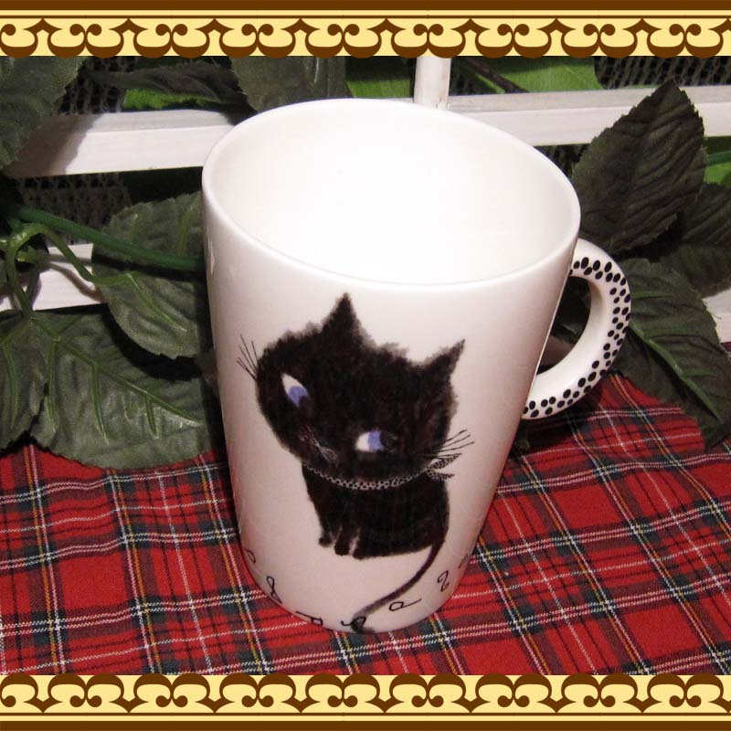 毎日の食卓をさりげなく和ませてくれそう♪  黒猫ちゃんのマグカップ