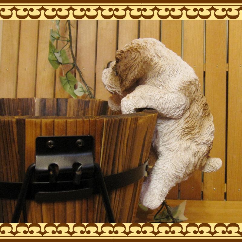 ◇お部屋のインテリアにお庭のオーナメントとしても♪ リアルな犬の置物 ぶらさがりシーズー いぬのフィギア