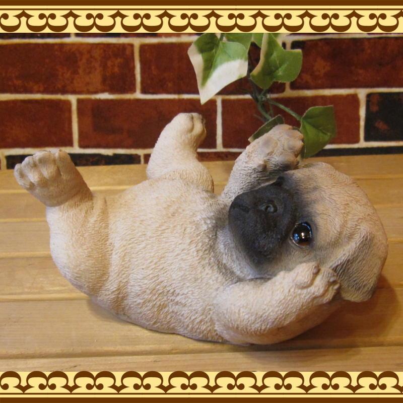 ◇お部屋のインテリアにお庭のオーナメントとしても♪ リアルな犬の置物 寝ころび パグ いぬのフィギア