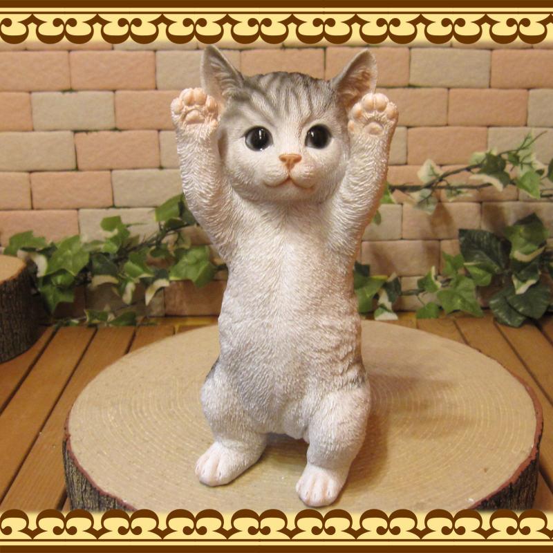 リアルなネコの置物 お願いキャット 3 ホワイト&グレー ねこのフィギュア 猫オブジェ◇お部屋のインテリアにお庭のオーナメントとしても♪