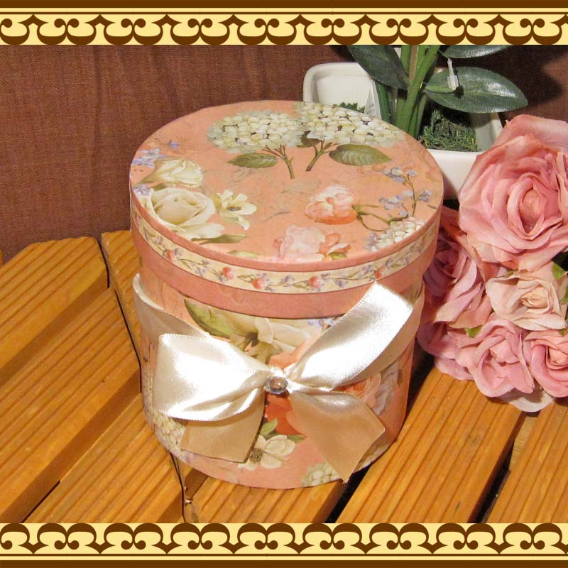 贈り物に最適♪ 美しいローズとあじさいの茶こし付きマグカップ ギフトボックス付きです
