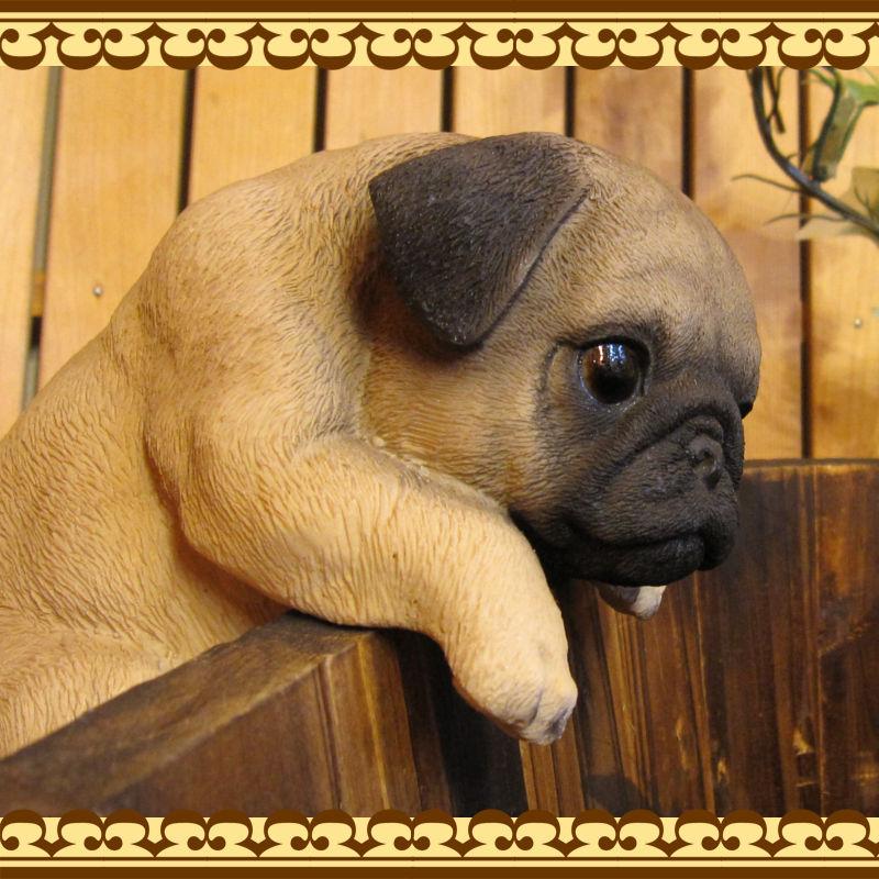 ◇お部屋のインテリアにお庭のオーナメントとしても♪ リアルな犬の置物 ぶらさがりパグ いぬのフィギア