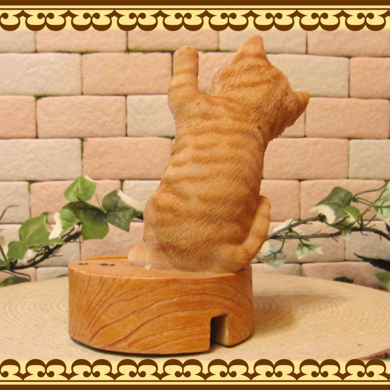 リアルな猫の置物 チャトラ スマホスタンド キャット Bタイプ 卓上 スマートフォン スマホホルダー お部屋のインテリアにお庭のオーナメントとしても♪  子ねこのフィギア ガーデニング オブジェ 玄関先
